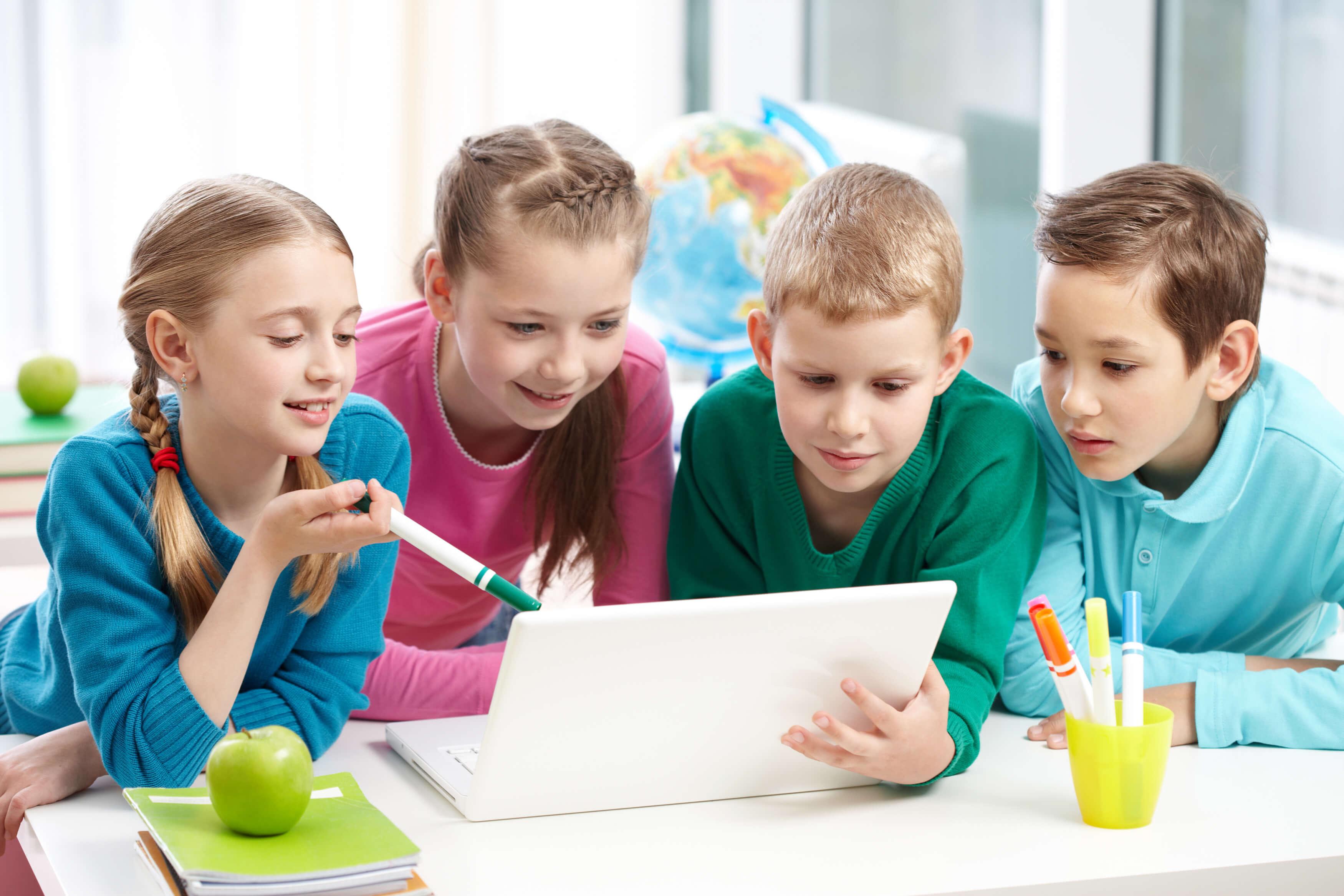 ninos-aprenden-ingles-por-videoconferencia